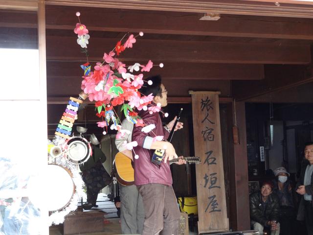 石垣屋の投げ銭ライブ